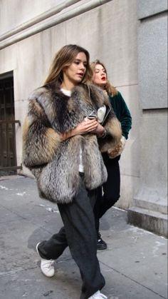 Fashion street style coat faux fur ideas for 2019 Look Street Style, Street Looks, Street Chic, Street Wear, Fur Fashion, Look Fashion, Womens Fashion, Trendy Fashion, Sporty Fashion