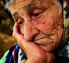 We hear you lady. We hear you. We Are The World, People Of The World, Life Is Beautiful, Beautiful People, Old Faces, Face Expressions, Foto Art, Interesting Faces, Women Life