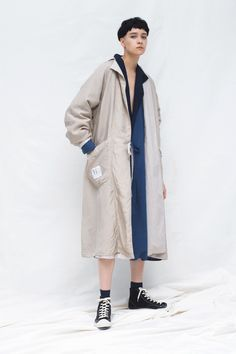 Y's Resort 2020 Fashion Show Collection: See the complete Y's Resort 2020 collection. Look 20 Live Fashion, Urban Fashion, Vogue Paris, Fashion Poses, Fashion Outfits, Emma Stone Style, Japanese Fashion Designers, Vogue Russia, Yohji Yamamoto