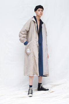 Y's Resort 2020 Fashion Show Collection: See the complete Y's Resort 2020 collection. Look 20 Live Fashion, Urban Fashion, Vogue Paris, Fashion Poses, Fashion Outfits, Emma Stone Style, Japanese Fashion Designers, Vogue Russia, Yohji Yamamoto