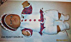 Baby born opskrifter 43 cm. Prinsessebluse med bukser fyldt med strikkede hjerter på og en freds hue med stjerner