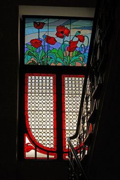 Tenement,_window,_Art_Nouveau_stained_glass_ca_1906,_9_Pilsudskiego_street,_Krakow,_Poland_.jpg (2654×3991)