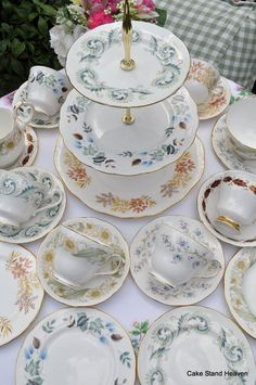 cake stand heaven: English Afternoon Tea Vintage Tea Sets and Cake Stands English Afternoon Tea, Peppermint Tea, Tea Benefits, Weight Loss Tea, Vintage Tea, Summer Time, Tea Party, Decorative Plates, Tableware