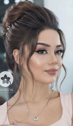 10 Highly Beneficial New Messy Bun Hairstyles 2019 : Have a look! - Glam Girl Beauty - - 10 Highly Beneficial New Messy Bun Hairstyles 2019 : Have a look! Wedding Makeup Looks, Wedding Hair And Makeup, Bridal Makeup, Hair Makeup, Hair Wedding, Eye Makeup, Messy Bun Hairstyles, Bride Hairstyles, Office Hairstyles