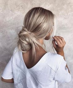 : 86 Summer Hair Color for Blondes That You Simply Cant Miss for 2019 hairc bala. 86 Summer Hair Color for Blondes That You Simply Cant Miss for 2019 hairc balayagehairblonde bala blondes color hair haircolorhairstyles hairc hairstyleformediumlengt Cute Hairstyles For Medium Hair, Summer Hairstyles, Messy Hairstyles, Pretty Hairstyles, Casual Hairstyles, Hairstyle Ideas, Wedding Hairstyles, Long Blonde Hairstyles, Curly Hair Styles