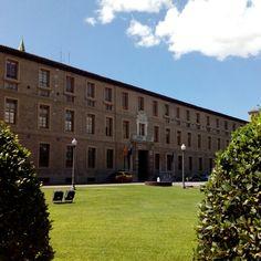 Desde 1666 la Casa Real de La Misericordia (actualmente sede de la Diputación General de Aragon) era un gran hospicio que acogía y educaba a niños y niñas de familias sin recursos #zaragozaguia #zaragoza #regalazaragoza #zaragozapaseando #zaragozaturismo #zaragozadestino #miziudad #zaragozeando #mantisgram #magicaragon #loves_zaragoza #loves_aragon #igerszaragoza #igerszgz #igersaragon #instazgz #instamaños #instazaragoza #zaragozamola