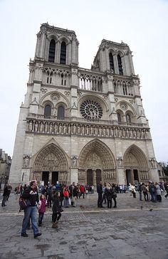 O Roteiro de 5 Dias em Paris tem sugestão do que fazer em cada dia com mapas, dicas de atrações, restaurantes por área.