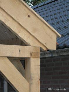 Eiken houten bijgebouw met carport en veranda te Groesbeek.  Vechtdal Bouwsystemen BV www.vechtdalbouwsystemen.nl
