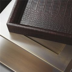 Detail Small table/Bedside table with castors, structure in bronze, removable tray in leather.