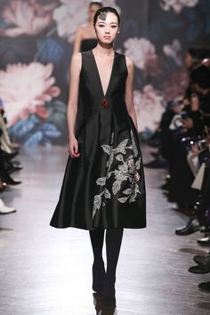 Sachin & Babi Fall 2017 Ready-to-Wear Collection Photos - Vogue (Sodhi Plunge Dress)