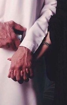Pinterest Photography, Couple Hands, Cute Muslim Couples, Muslim Men, Arab Men, Hold My Hand, Young Love, Holding Hands, Allah