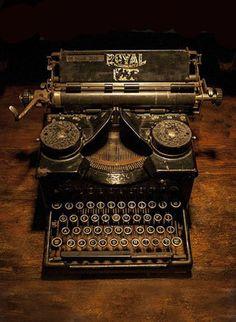 Assortir, comme les lettres du clavier, les souvenirs épars. Royal' typewriter