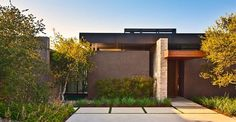 Landscape Design by Marmol Radziner Love this home. It reminds me of our house on Keim Drive in Phoenix…warm modern. Residential Architecture, Contemporary Architecture, Interior Architecture, Modern Exterior, Exterior Design, Modern Landscaping, Residential Landscaping, Facade House, Modern House Design