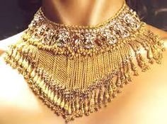 Style Kundan and robe chain tassels set consists of a ne Kids Gold Jewellery, Gold Jewellery Design, India Jewelry, Quartz Jewelry, 14k Gold Jewelry, Bridal Jewelry, Wholesale Gold Jewelry, Long Pearl Necklaces, Bib Necklaces