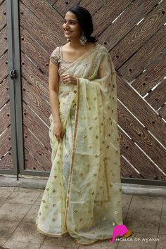 Buy Designer Sarees Online, Silk Sarees Online, Raw Silk Saree, Chiffon Saree, Mirror Work Blouse Design, Bridesmaid Saree, Simple Kurti Designs, Stylish Blouse Design, Saree Blouse Designs
