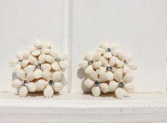 Boucles d'Oreille fleurs blanches et par LesMondesDeChristine