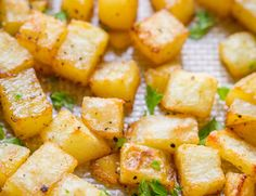 Easy baked breakfast potatoes with simple ingredients (our go-to breakfast potatoes recipe). The best cooking method for potatoes. Each bite is delicious! Breakfast Potato Casserole, Breakfast Potatoes, Breakfast Bake, Breakfast Recipes, Breakfast Buffet, Brunch Recipes, Breakfast Ideas, Gold Potato Recipes, Potato Dishes