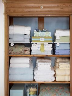 Tip on organizing ur linen closet. I organize em in sets but to keep em dust free, sets are in the clear plastic containers