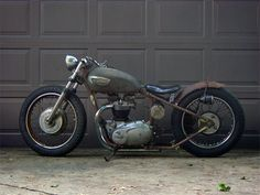 - Ultra simple design - The handle bars are just about perfect - Exhaust pipes under frame looks good, I like it - Rear fender is about two inches too long - Hexagon oil tank is fugly.  Round 3qt oil bag would be better.  Same spot though