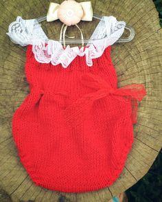 Body confeccionado em tricô em fio antialérgico  Detalhes rendas  Cor vermelho pode ser confeccionado em outras cores  Tamanhos RN/ 1 a 3 meses