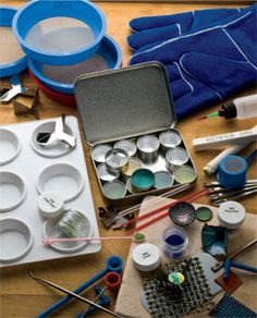 Learn what is enamel, jewelry enamling techniques from expert Helen Driggs.