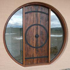 Hobbit door using reclaimed timber & designing a round door - hobbit house style (wheaton laboratories ...