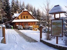 Chata se nachází v okrajové části obce Velké Karlovice, nedaleko hranic se Slovenskou republikou. Jedná se o místo v CHKO Beskydy.