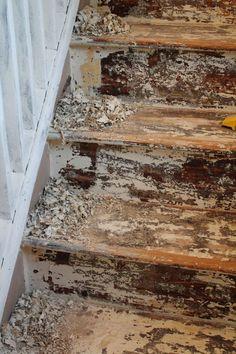 A Bit of Bermuda Sunshine: Stripping and Sanding Painted Stairs Painted Wood Stairs, Painted Hardwood Floors, Painted Staircases, Hardwood Stairs, Wood Staircase, Spiral Staircases, Staircase Ideas, Staircase Design, Wood Flooring