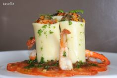 Paccheri relleno de verduras con confitura de cebolla y langostino