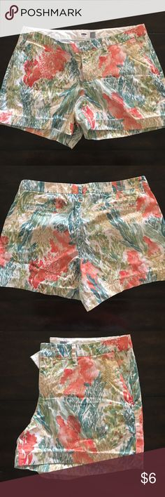 """Floral print shorts 3"""" length floral print shorts from old navy. Only worn once or twice, great condition Old Navy Shorts"""