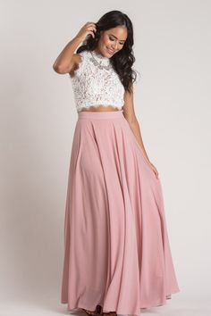 Amelia Full Rose Maxi Skirt Beautiful flowing skirt that you can dress up or dress down. Maxi Outfits, Curvy Outfits, Classy Outfits, Casual Outfits, Classy Casual, Dress Casual, Summer Outfits, Yellow Maxi Skirts, Cute Maxi Skirts