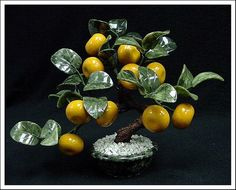 Real Jade Tangerines Tree - This Tangerines Tree Is Made Of Jade. The Leaves Are Made Of Taiwan Jade And The Tangerines Are Made Of Hard Stones. The Pot Is Also Made Of Southern Jade.