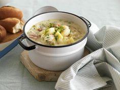Kartoffelsuppe mit geräuchertem Fisch ist ein Rezept mit frischen Zutaten aus der Kategorie Gemüsesuppe. Probieren Sie dieses und weitere Rezepte von EAT SMARTER!