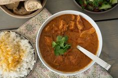 Det indiske køkken med de lækre krydderier som kardemomme og garam masala gør sig virkelig godt i en et som denne lækre butter chicken - se opskrift her