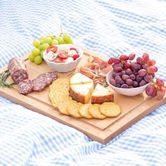 summer fun picnic,cheese and fruit platter, picnic setup Family Picnic Foods, Charcuterie And Cheese Board, Cheese Boards, Crudite Platter, Summer Picnic, Summer Fun, Food Photography, Fresh, Sugar