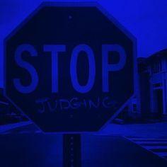 that aesthetic crack - color me blue Blue Aesthetic Grunge, Light Blue Aesthetic, Blue Aesthetic Pastel, Rainbow Aesthetic, Aesthetic Colors, Aesthetic Pictures, Wallpaper Azul, Dark Blue Wallpaper, Blue Wallpaper Iphone