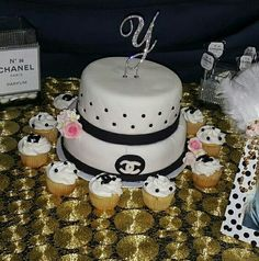 Chanel cake♡♡♡