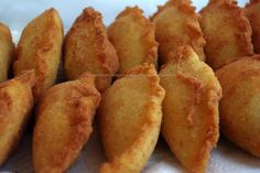 Alchemy of Pots: Chicken Patties Sweet Recipes, Snack Recipes, Cooking Recipes, Comida Picnic, I Love Food, Good Food, Brazilian Dishes, Stuffing Recipes For Thanksgiving, Portuguese Recipes