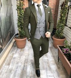 Business Casual Attire For Men, Mens Casual Suits, Mens Attire, New Mens Fashion, Mens Fashion Suits, Fall Fashion Outfits, Designer Suits For Men, Designer Clothes For Men, Green Suit Men