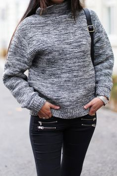 Current Knitwear Trends: Laura Dittrich is wearing a grey, black and white wool blend knit from Won Hundred