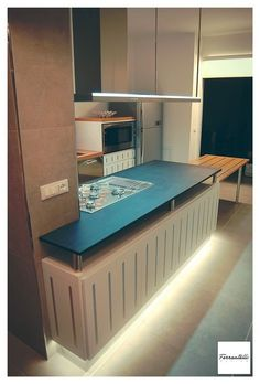 Cucina design laccata con inserti in acciaio e piano estraibile, Palermo, 2014 - Ferrantelli Design