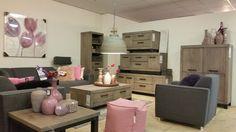 Woonkamer met woonprogramma Hevano. Robuust met een zacht tintje roze. Kijk voor meer informatie op prontowonen.nl of kom langs bij Pronto Wonen Capelle a/d IJssel #woonkamer #roze #lief