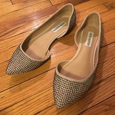 SALE Steve Madden nude rhinestone pointed flats Point toe ballet style flats - cream / nude with sparkly rhinestones and cut out inner side.  Worn a few times but in great condition! No missing stones. So cute and chic! Size 7. Steve Madden Shoes Flats & Loafers