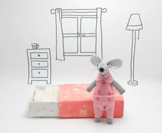 Stuffed felt mouse in a pink pajamas a starry matchbox - pinned by pin4etsy.com