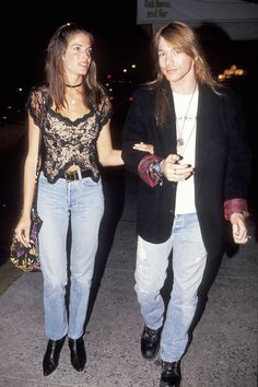 Vogue Daily — Stephanie Seymour and Axl Rose-Model Street Style. Can't believe she dated Axl Rose! Claudia Schiffer, 90s Fashion, Fashion Show, Vintage Fashion, Vogue Fashion, Fashion Beauty, Guns N Roses, Cindy Crawford, Stephanie Seymour Axl Rose