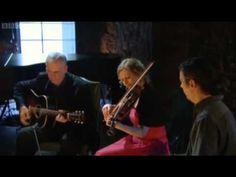 Oran a Cloiche - Kathleen MacInnes and Sarah Jarosz ( Gaelic) - Transatlantic Sessions