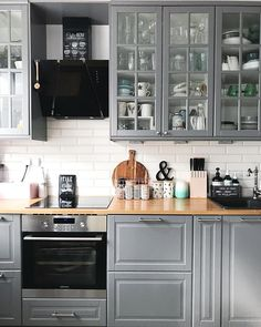 New kitchen backsplash designs black countertops Ideas Home Decor Kitchen, Kitchen Interior, New Kitchen, Ikea Dining Room, Cocina Shabby Chic, Country Kitchen Designs, Kitchen Country, White Kitchen Cabinets, Grey Cabinets
