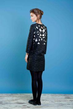Abito in jacquard con intaglio sulla schiena. #bonton #princesse #metropolitaine #fashion #dress #inlaywork #black&white