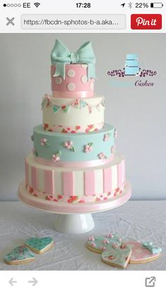 Cath Kidston inspired wedding cake and cookies, for the quirky bride! Gorgeous Cakes, Pretty Cakes, Fondant Cakes, Cupcake Cakes, Bow Cakes, Cath Kidston Cake, Cupcakes Decorados, Girly Cakes, Shabby Chic Cakes