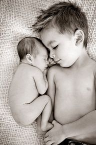Big Brother and newborn baby - photo ideas for the next little one